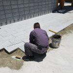 姫路市内のお寺様にて、境内の石貼り工事を行っています。
