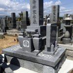 姫路市船津町の船津村墓地にて、9寸2重台神戸型、香川県産青木石のお墓を新設。花瓶の花立て、間知石の石垣