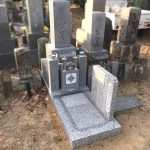 古いお墓を残して、神戸型八寸二重台のお墓へリフォーム。限られたスペースでも工夫を凝らした安全なお墓、姫路市名古山霊苑内の寺院墓地にて
